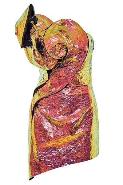 Ασύμμετρο Ιριδίζον Φόρεμα Με Τρισδιάστατα Μοτίβα Στο Ντεκολτέ