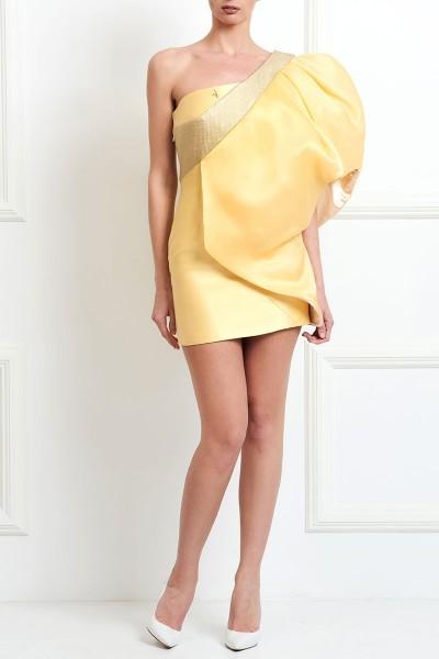 Φόρεμα με Έναν Ώμο και Ενυπωσιακό Μανίκι