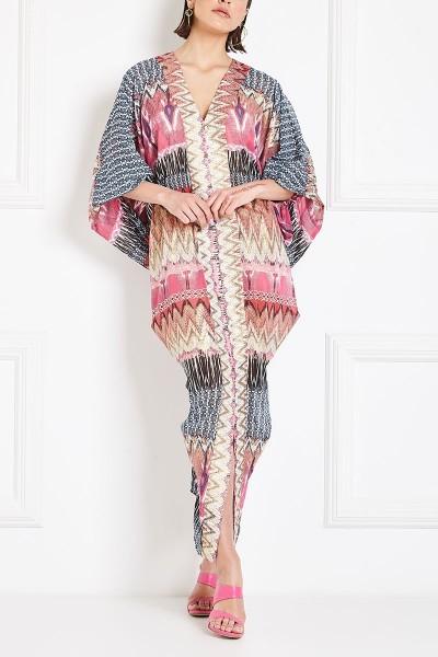 Φόρεμα-Καφτάνι Εμπριμέ Με Έντονα Ντραπέ Μανίκια Και Χρυσές Λεπτομέρειες